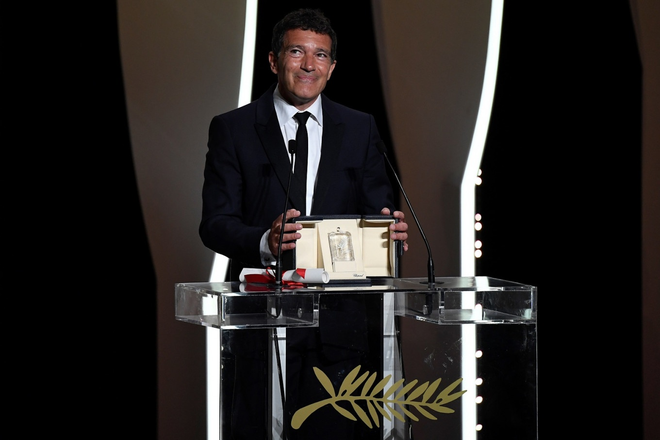 'Parasite,' Antonio Banderas, Emily Beecham Win at 72nd Cannes Film Festival