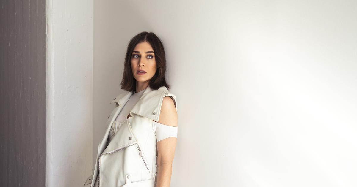 Lizzy Caplan on Going Vanity-Free, Facing Rejection, + Diving Into the Deep End - Backstage