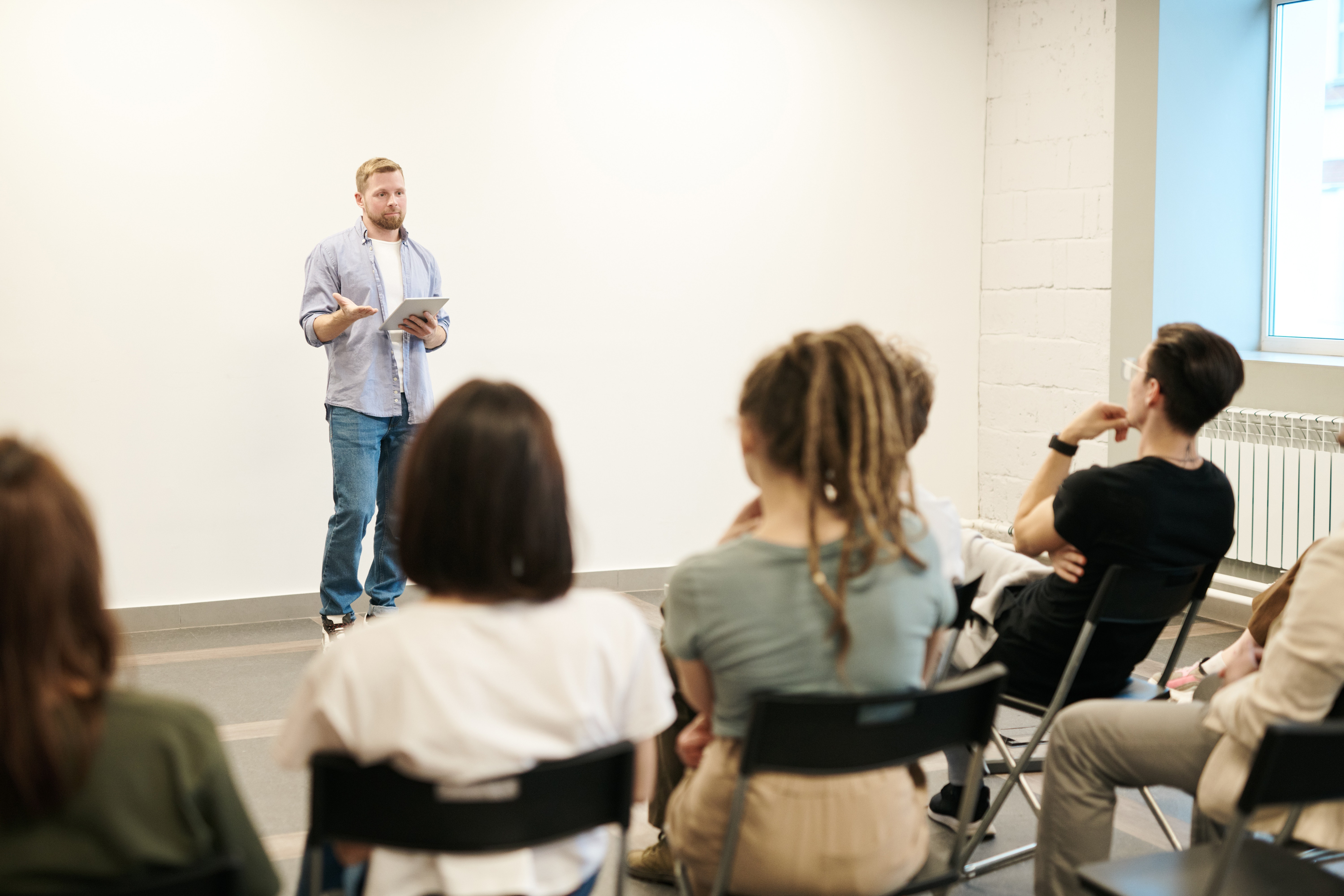 Backstage Experts Answer: What Makes an Acting Class Right for You?