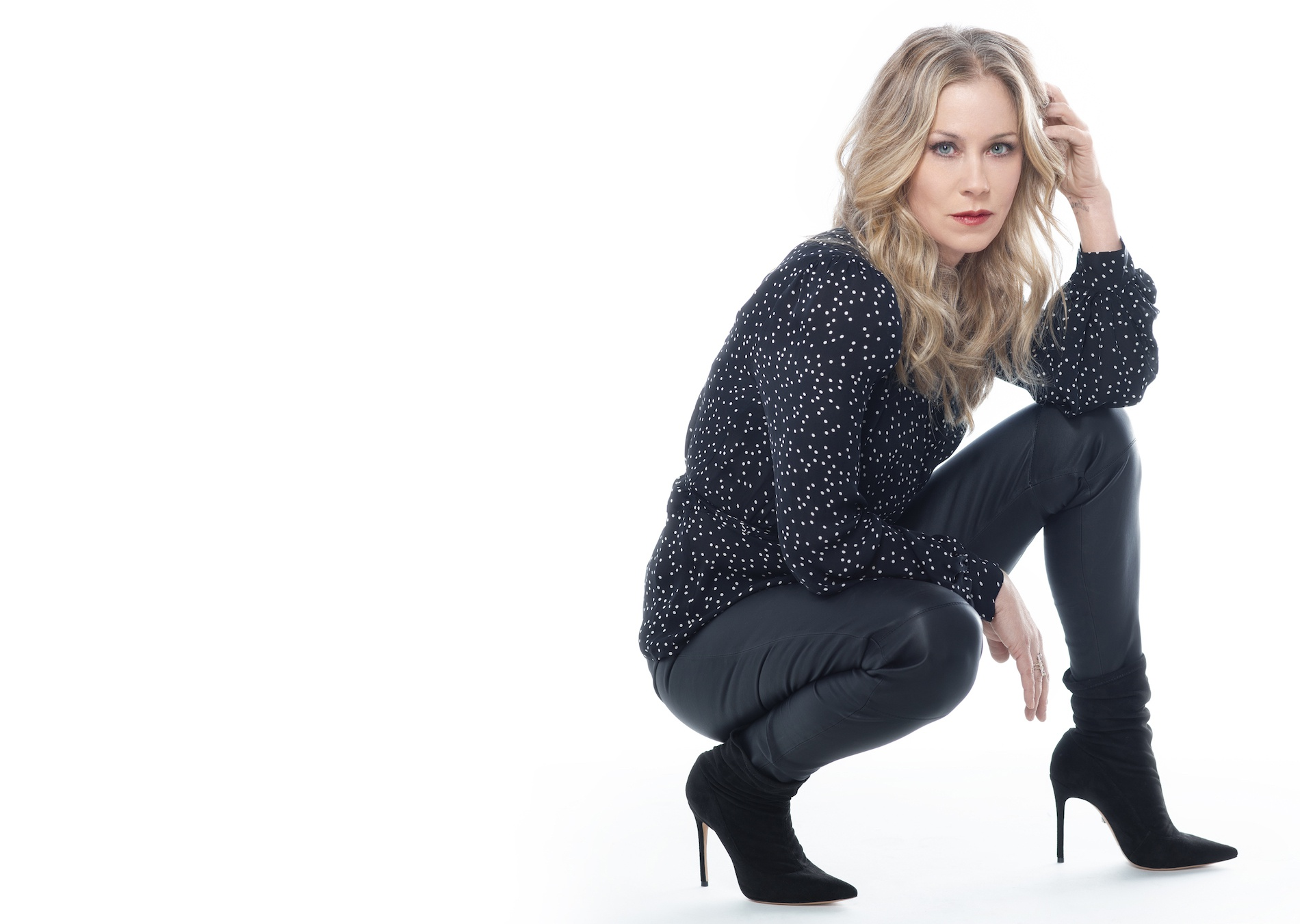 Christina Applegate Doesn't Want You to Be Comfortable