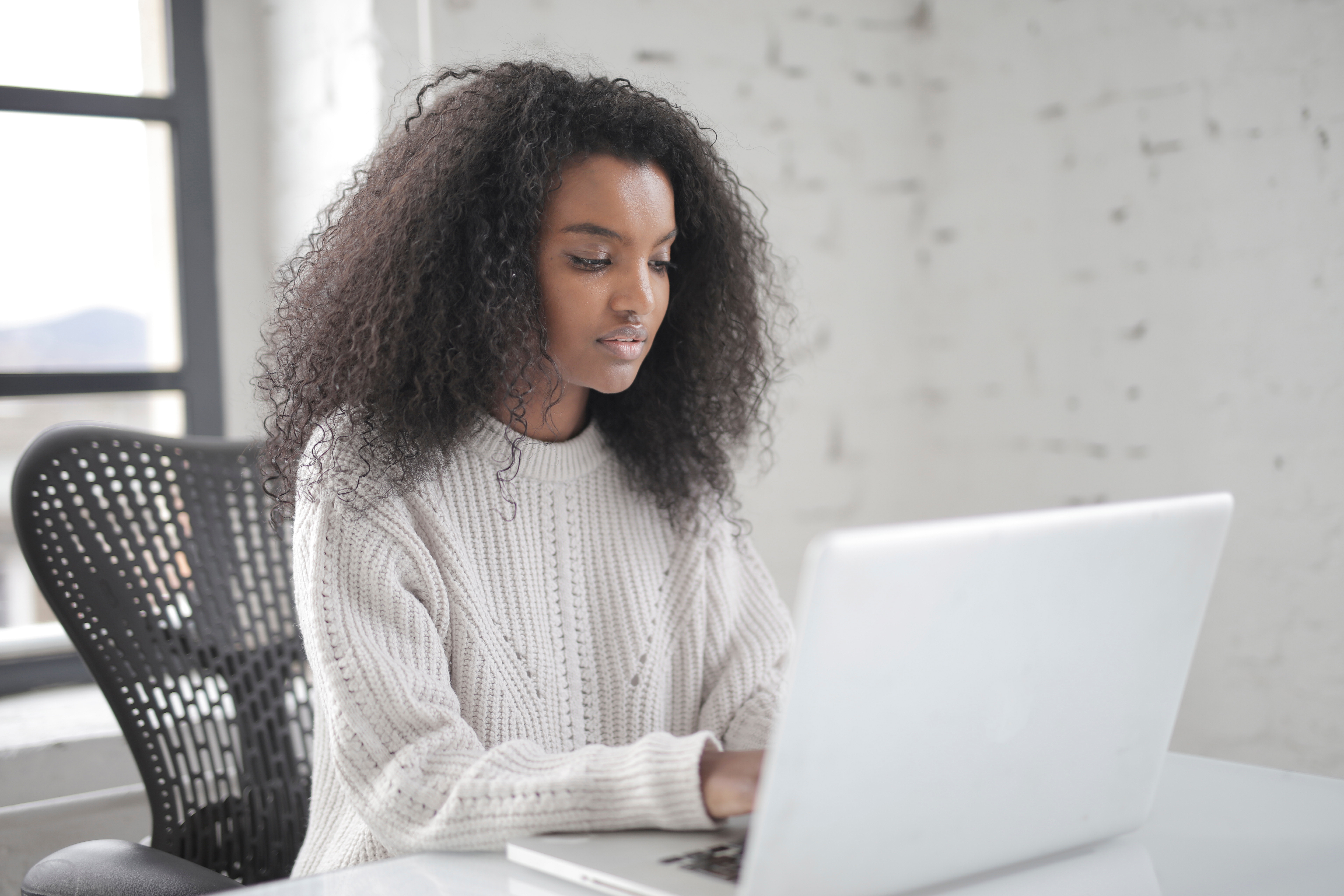 How to Address the Challenges of Online Training