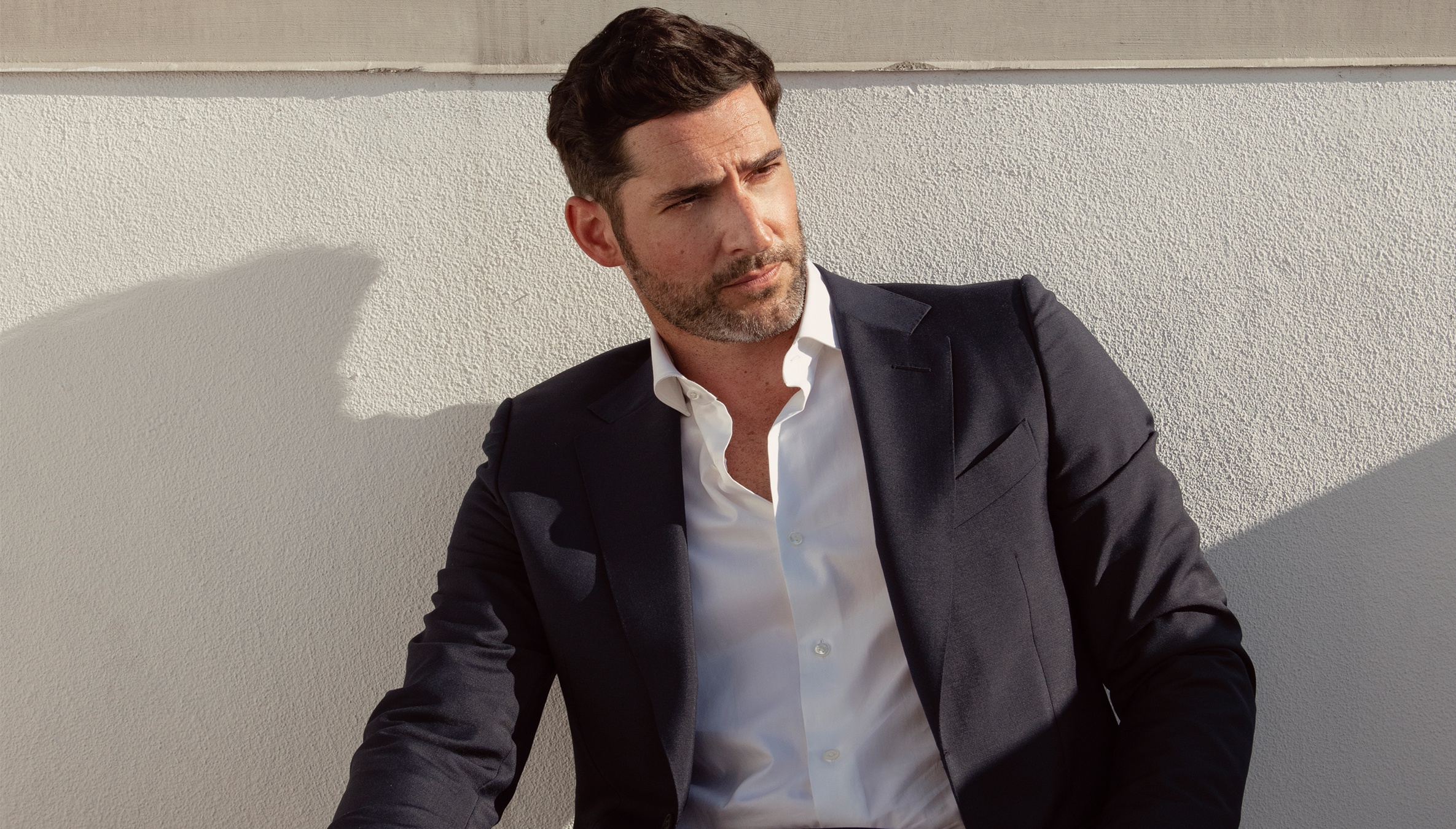 Tom Ellis Teases 'Lucifer' Season 5 and How He Gets Into Character