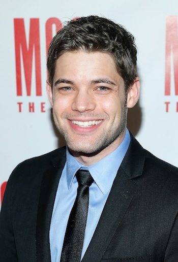 The 32-year old son of father (?) and mother Debbie Stone, 188 cm tall Jeremy Jordan in 2017 photo