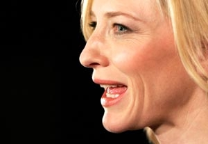 Cate Blanchett Suffers Head Wound on Stage
