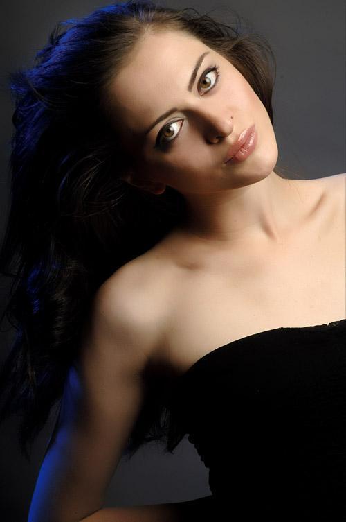 Liana De laurent - headshot1