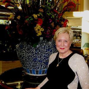 Dr. Diane Howard - In Hilton Hotel before Red Carpet
