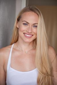 Kelsey Deanne - Headshot - Commercial.jpg