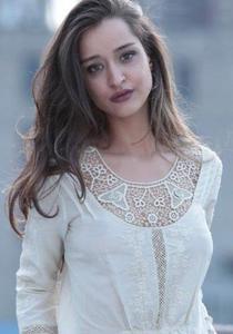Anna Naumi -