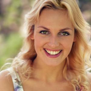 Lola Klimenteva - Headshot spring
