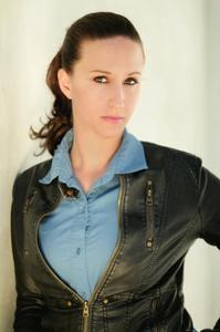 KIRA ALVAREZ - Kira Alvarez (Cop)