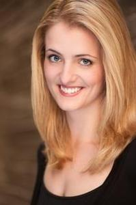 Laura Vogels - Headshot2