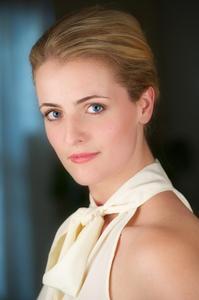 Laura Vogels - BusinessHeadshot
