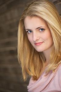 Laura Vogels - Headshot1