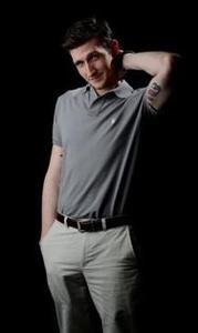 Tim Ahrens - Pose