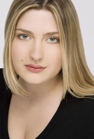 Laura Doukas - Laura Nicole Doukas Headshot