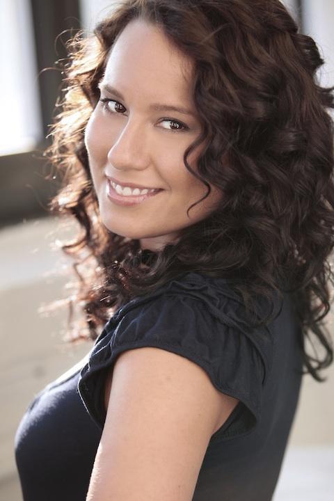 Dina Thomas, actor headshot