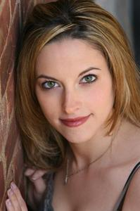 Danielle Anzelone - headshot