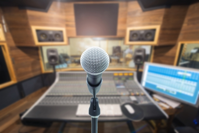 4 Ways to Drop the Voiceover Mic