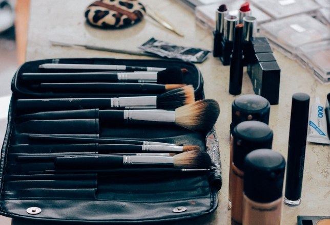 A Makeup Artist Shares the 1 Thing Every Actor Should Always Carry