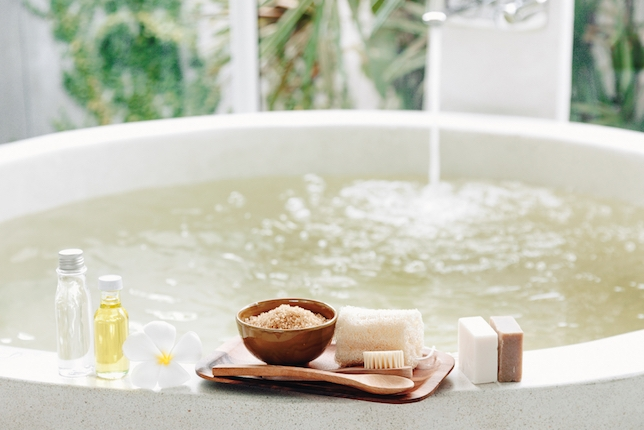 Now Casting: Two Female Leads Wanted for a Bath Product Commercial + 3 More Exciting Gigs