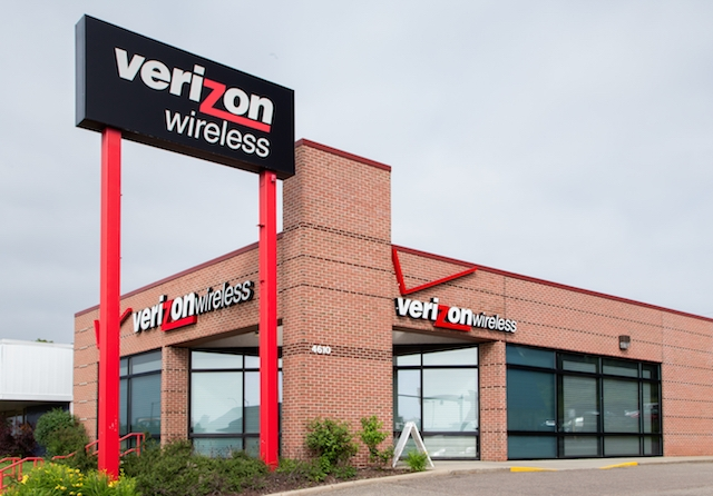 A $600 Verizon Commercial Is Casting + More Paying Stage and Screen Gigs