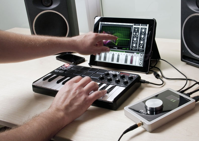 apogee duet offers great audio interface for ipad and mac backstage. Black Bedroom Furniture Sets. Home Design Ideas