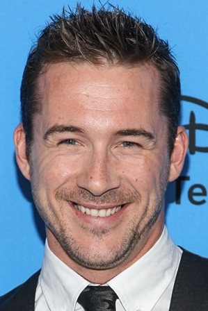 5 Ways To Build Career Momentum from 'Revenge' Star Barry Sloane