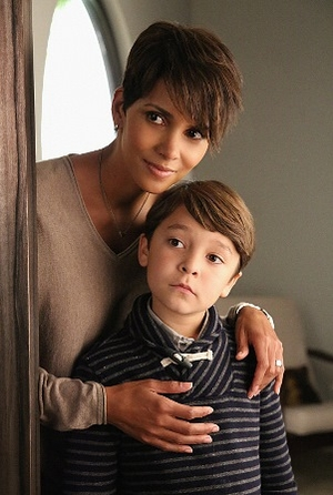 How Ronna Kress Assembled an Out of this World Cast for 'Extant'