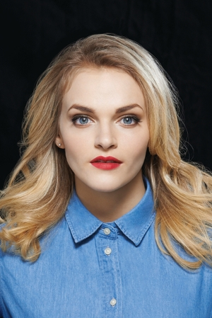 The 25-year old daughter of father (?) and mother(?), 160 cm tall Madeline Brewer in 2017 photo