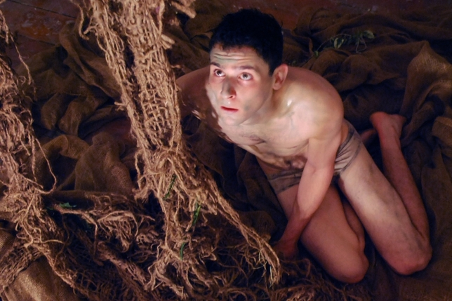 'S 16–Luna Nera' Conveys Claustrophobia and Danger of Miners