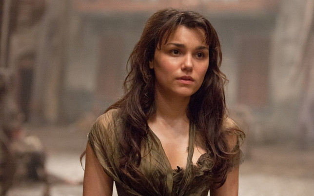 'Les Miz' Star Samantha Barks On the Difference Between Stage and Screen