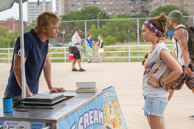 Dakota Fanning and Elizabeth Olsen Are 'Very Good Girls'